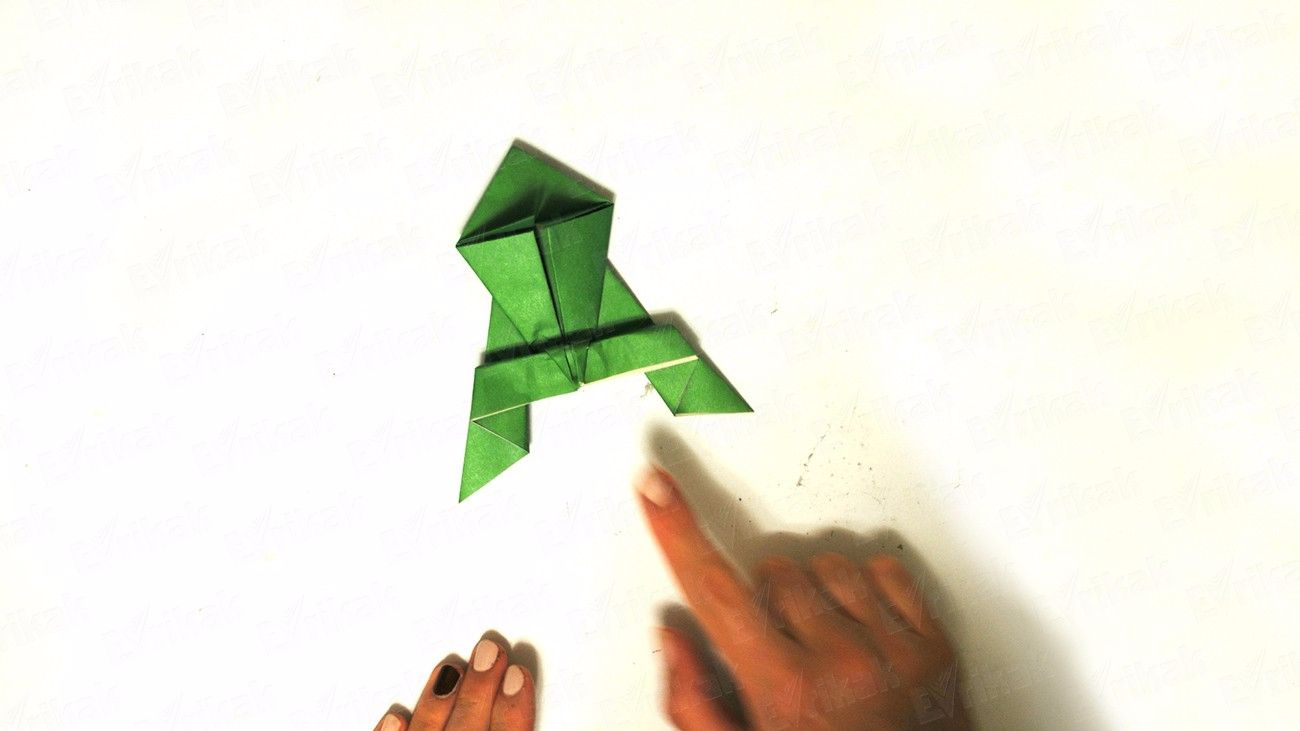 How to make a paper frog that jumps: step by step instruction