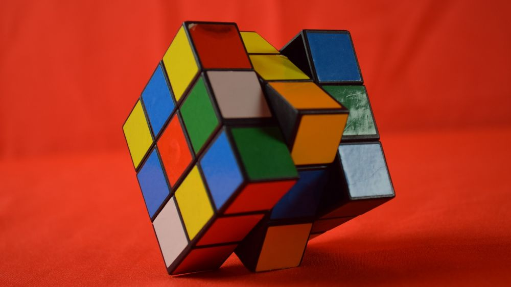 How to solve a Rubik's cube 3×3 quickly without formulas: scheme with pictures