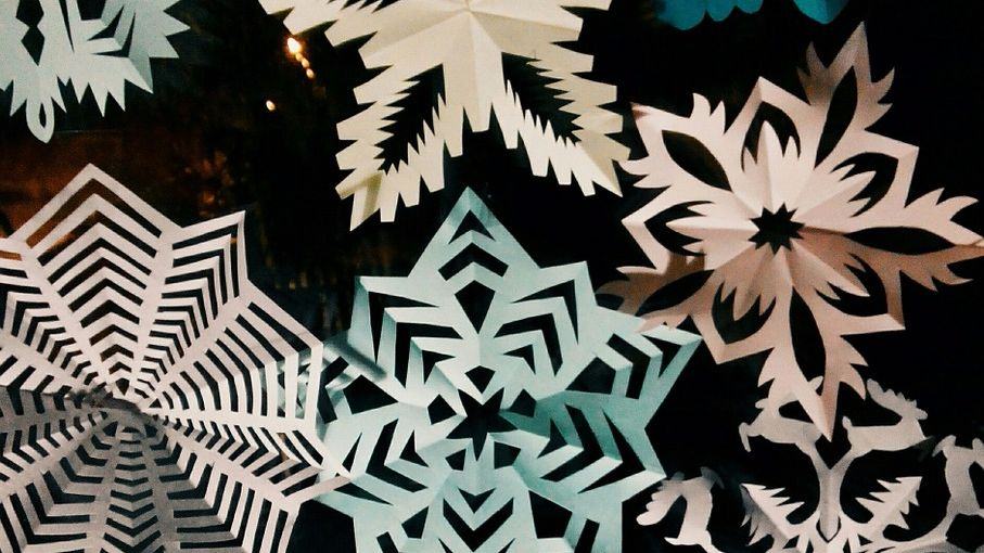 7 ways of cutting a beautiful snowflake out of paper: schemes, video